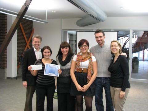 Sur la photo (de gauche à droite): M. Sylvain Lambert, Président de l'AQFORTH et directeur général du Cégep de Granby-Haute-Yamaska, Mme Patricia Meunier (lauréate), Mme Nancy Lefèvre, enseignante en Techniques de tourisme, Mme Marie Julie Noiseux (finaliste), M. Guillaume Jodoin, Superviseur au Balnea Spa (membre du jury) et Mme Isabelle Martin, Coordonnatrice de l'AQFORTH.